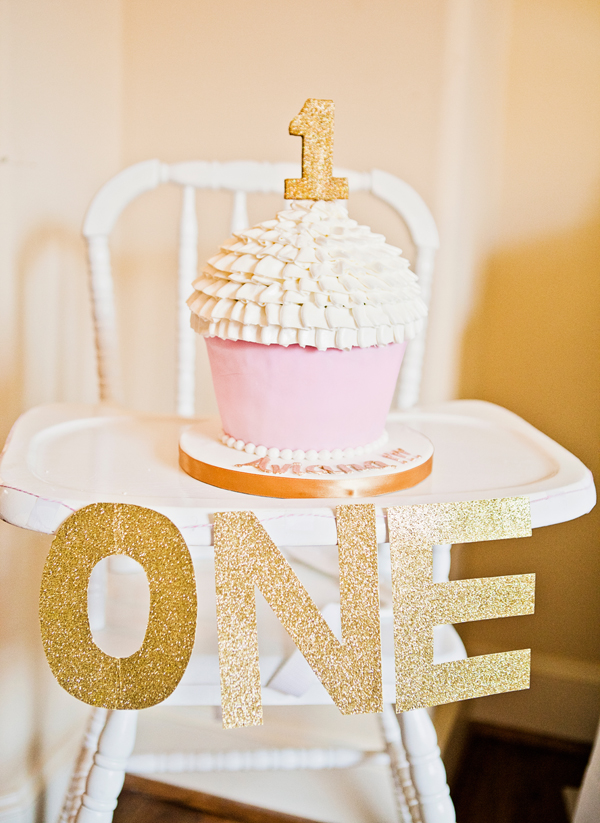 Nothing Says Happy Birthday Like This Blingbling High Chair Decoration For Your 1 Year Old The Oversized Cupcake Smash Cake Is Special Too