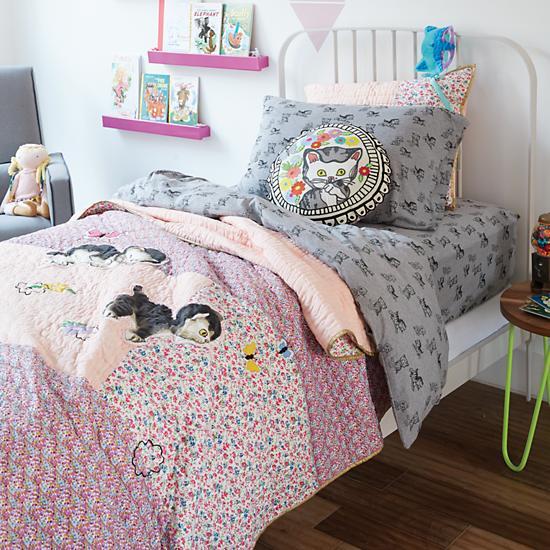 Shy-little-kitten-bedding